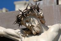 Статуя Иисуса Христа на кресте в Авиньоне, Франции